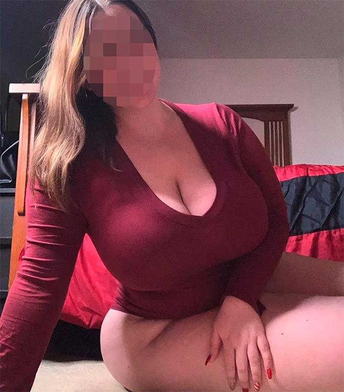 Plan sexe femme ronde à gros seins La Rochelle
